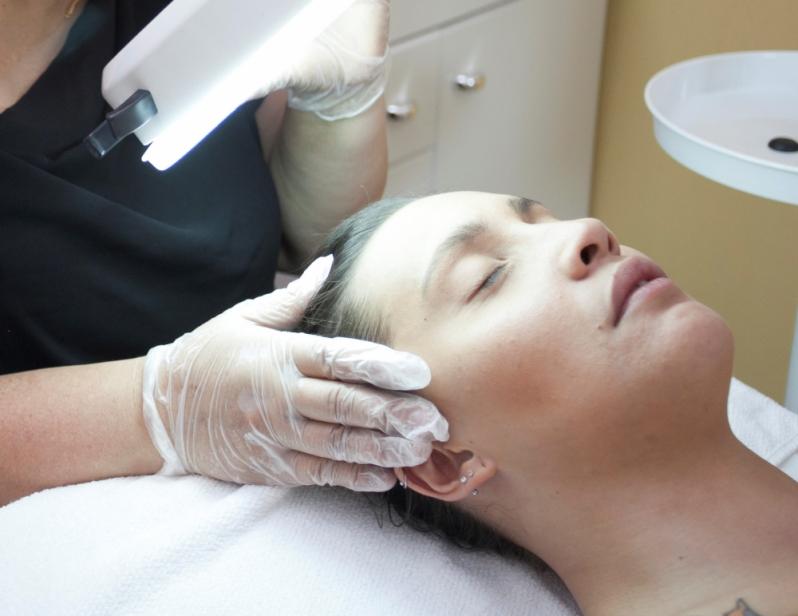 Limpeza de Pele com Peeling de Diamante Vila Vitório - Limpeza de Pele Masculina