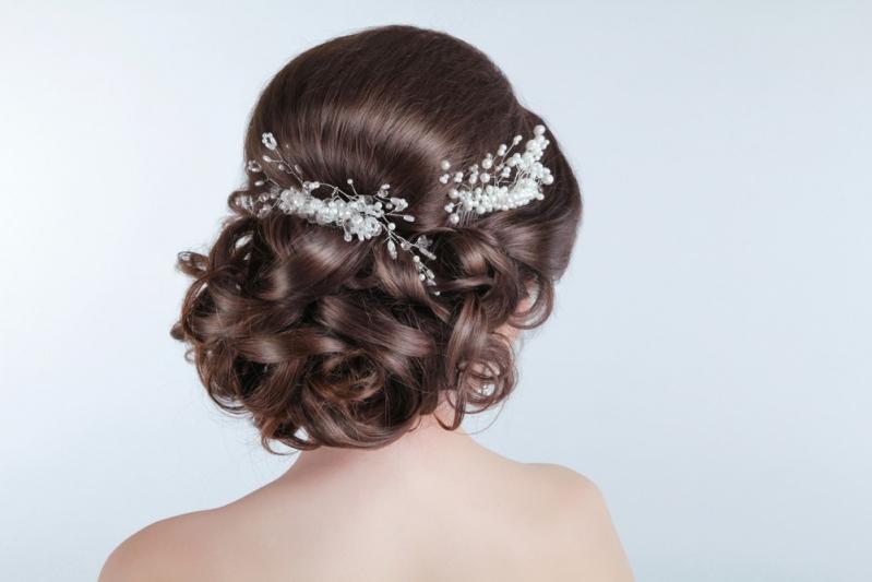 Penteados para Madrinha de Casamento com Cachos Vila Bariri - Penteados para Cabelos Cacheados para Casamento