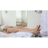 massagem relaxante nas pernas