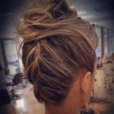 onde fazer penteados de casamento para noiva Vila Rossin