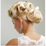penteados para cabelos cacheados para casamento agendamento Jardim Iara