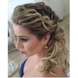 penteados para cabelos cacheados para casamento marcar Jardim das Graças